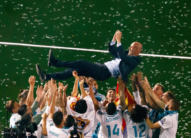 皇马在伯纳乌庆祝球队的欧冠冠军
