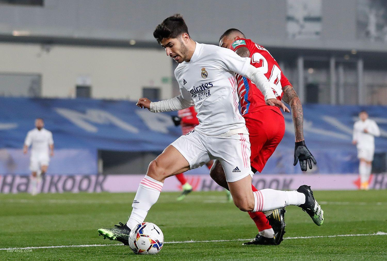 """组图 西甲第15轮 皇家马德里2-0格拉纳达"""""""